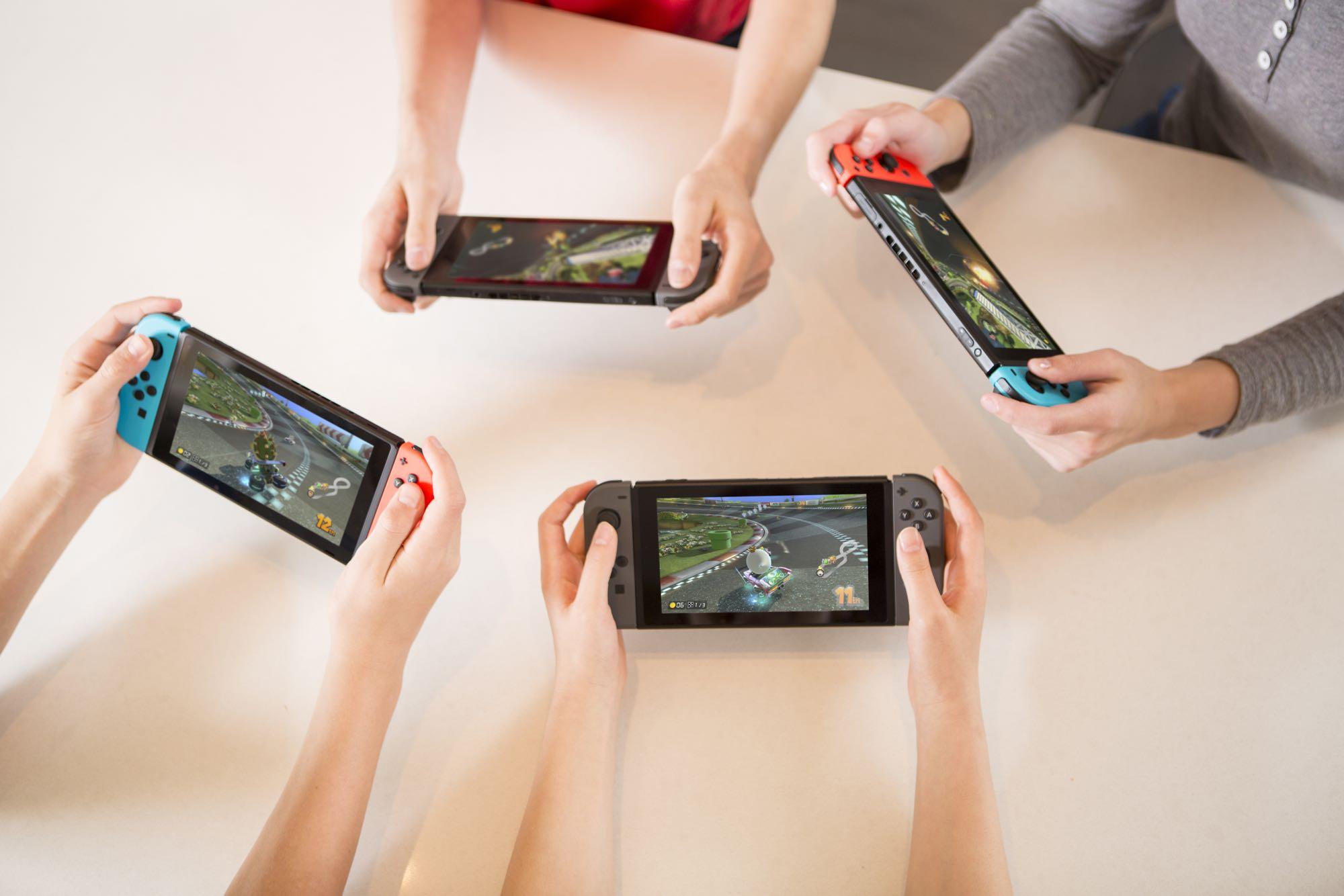 NintendoSwitch_MarioKart8Deluxe_lifestyle_02
